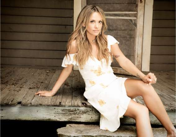 CARLY PEARCE – NEW NASHVILLE STAR MAKES HER UK DEBUT AT COUNTRY TO COUNTRY 2019