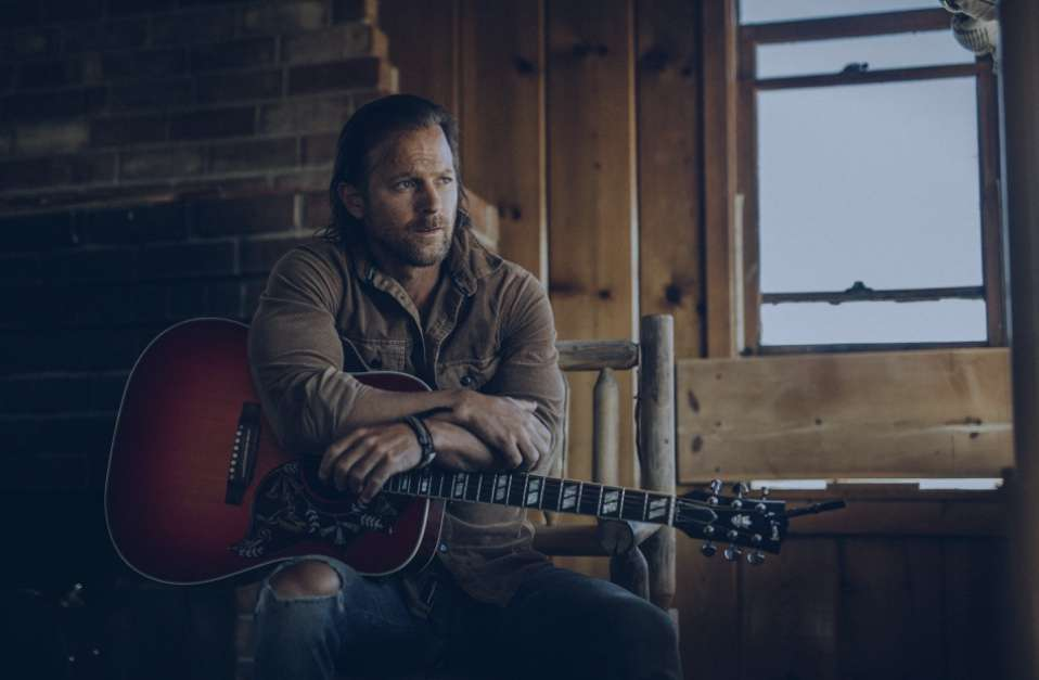 """KIP MOORE PREVIEWS WILD WORLD WITH WORLD PREMIERE OF """"FIRE AND FLAME"""" EXCLUSIVELY WITH BBC RADIO 2"""