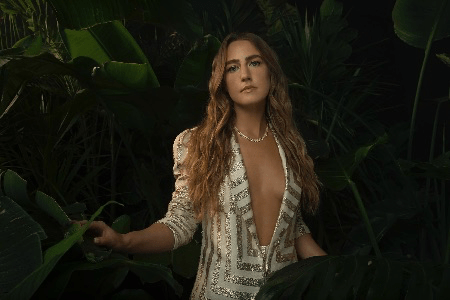 'LADY LIKE' BECOMES THE ALL-TIME HIGHEST STREAMING DEBUT ALBUM FROM A FEMALE COUNTRY ARTIST