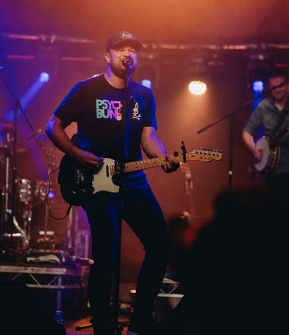 TEBEY WRAPS SUCCESSFUL UK VISIT WITH FIRST UK FESTIVAL HEADLINE SHOW